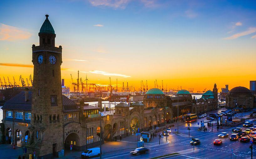Hamburg Landungsbrücken van Werner Reins