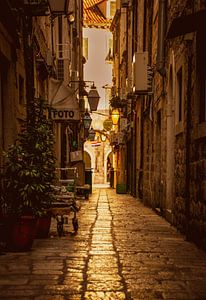 Straat in Dubrovnik van Jeroen Bussers