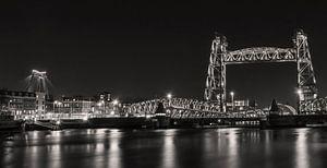 Rotterdam Skyline Nieuwe Maas, Hef und Willemsbrug in schwarz und weiß