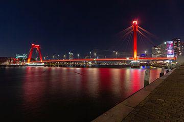 Rotterdam - Willemsbrug vanaf de Maasboulevard van Harro Jansen
