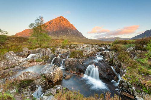 Glen Etive waterfall van Michael Valjak