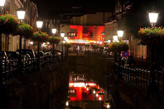 Plompetorengracht in Utrecht met aan het eind bioscoop Wolff City van Donker Utrecht
