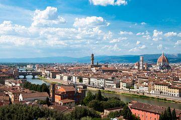 Vue sur la ville de Florence en Italie depuis la place Piazzale Michelangelo sur Jacqueline Groot