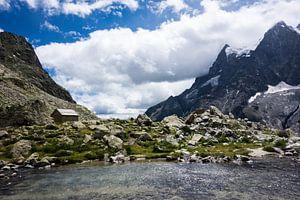 Berghutje aan gletsjermeer Ecrins