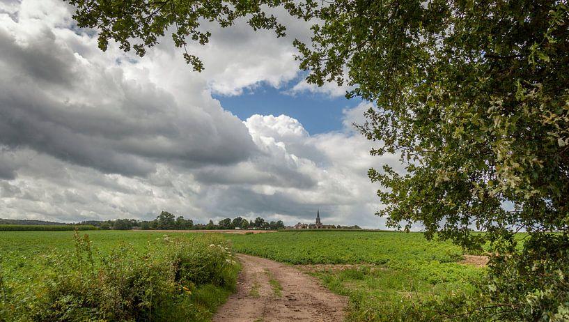Kerkdorp Vijlen gelegen tussen de Limburgse Heuvels van John Kreukniet