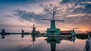 Zaanse Schans bij zonsopkomst. van Paul  Voestermans
