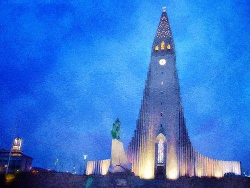 De Hallgrímskirkja bij avond, Reykjavik, IJsland van