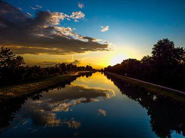 Dortmund-Ems-Kanal bei Sonnenuntergang van Tobi Bury