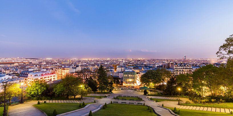 View from Montmartre over Paris at night van Werner Dieterich
