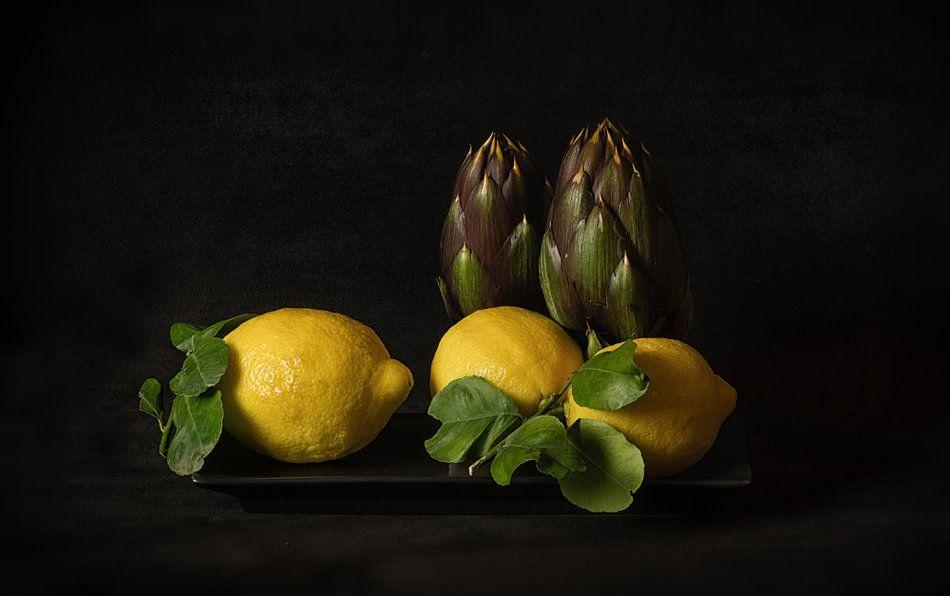 Stilleven citroen en artisjok van Monique van Velzen