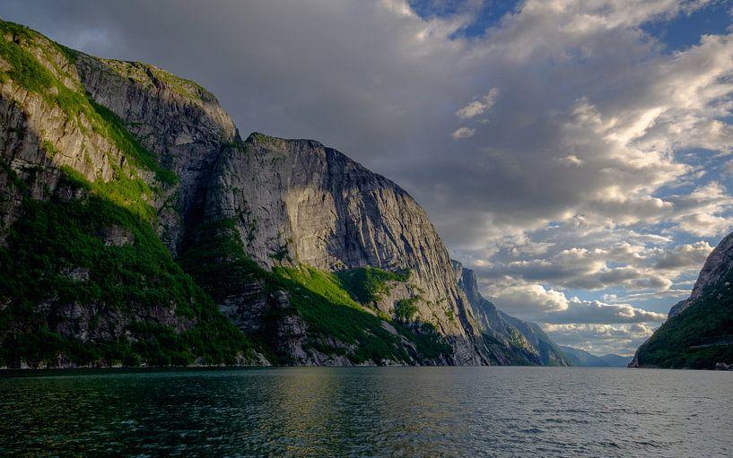 Lysebotn, Lysefjord, Noorwegen van Koos de Wit