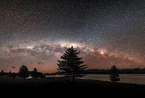 De sterrenhemel in Nieuw-Zeeland  met de melkweg in zicht.