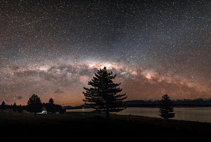 De sterrenhemel in Nieuw-Zeeland  met de melkweg in zicht. van Niels Rurenga