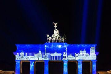 Berlin Skyline auf dem Brandenburger Tor von Frank Herrmann