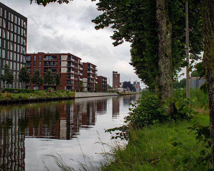 Des appartements le long du canal Zuid-Willemsvaart à Weert sur JM de Jong-Jansen