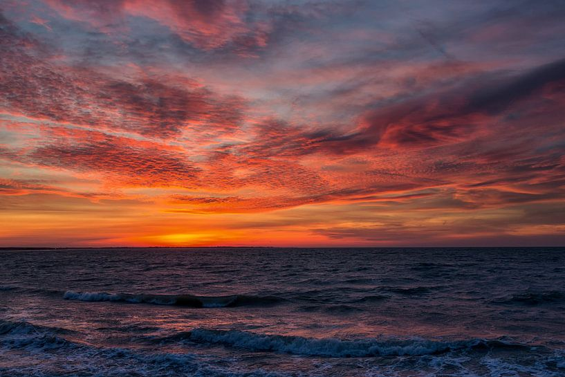 Zonsondergang aan de Noordzee van Bram van Broekhoven