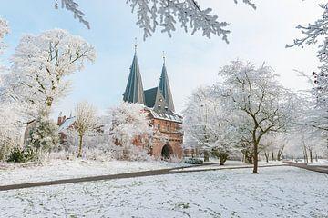 Cellebroederspoort in Kampen in de winter van Sjoerd van der Wal