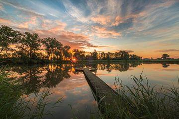 Steiger bij meer tijdens zonsopkomst van Moetwil en van Dijk - Fotografie