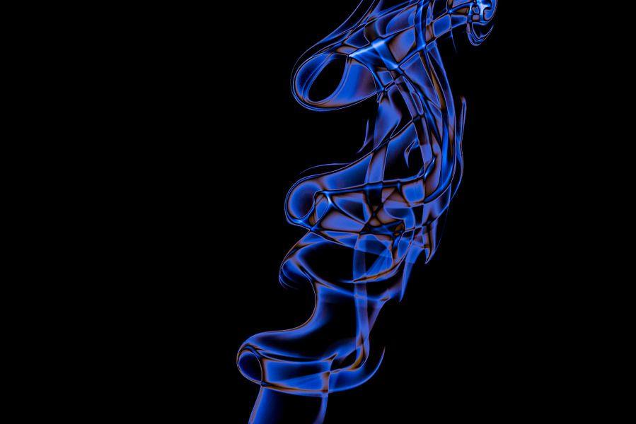 Curved Smoke IV van Hans Krijnen