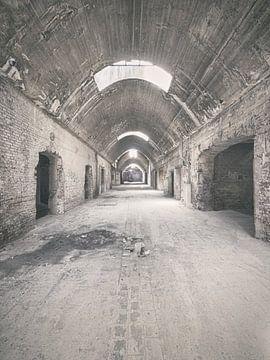 Verlaten plekken: Sphinx fabriek Maastricht gewelfde gang. sur Olaf Kramer