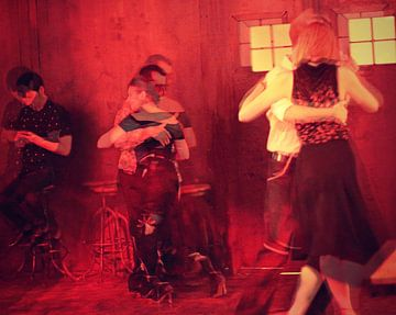 Tango  red van Marianna Pobedimova