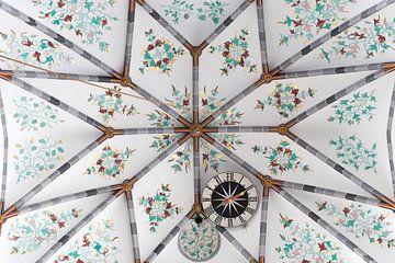 Plafond kerk met klok van Mark Verheijen