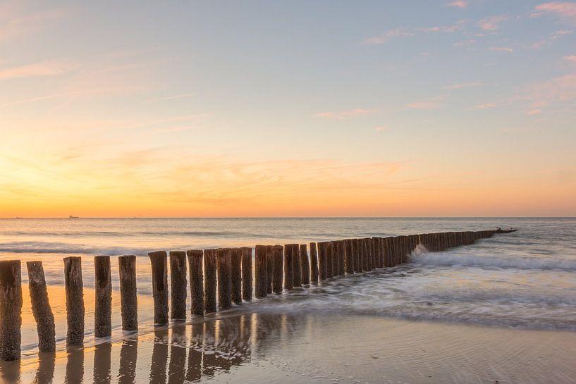Sonnenuntergang am Strand von Cadzand-Bad von John van de Gazelle
