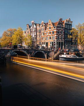 Kanaal en oude huizen in Jordaan, Amsterdam, Nederland. van Lorena Cirstea