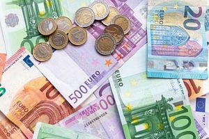 Euro-Geldscheine und Euro-Münzen - das perfekte Motiv für jede Bank!