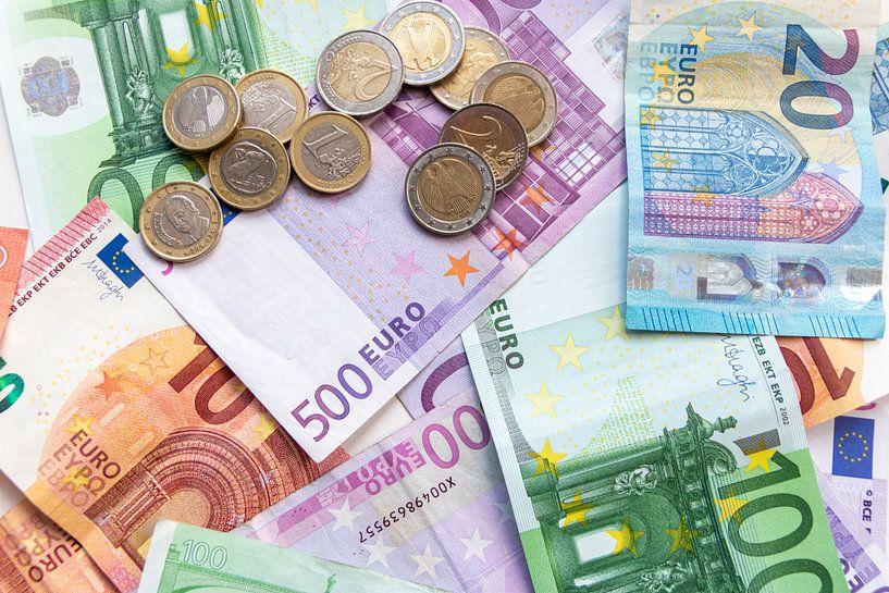 Euro-Geldscheine und Euro-Münzen - das perfekte Motiv für jede Bank! von Christian Feldhaar