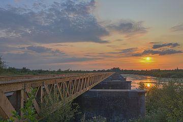 Zonsondergang bij de Moerputtenbrug van Ans Bastiaanssen