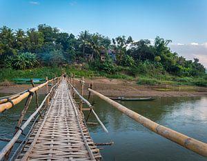 Bamboebrug over de Nam Khan rivier Luang Prabang, Laos van