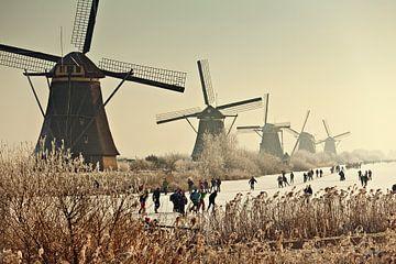 Schlittschuhlaufen für die Windmühlen von Kinderdijk von Frans Lemmens