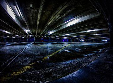 Duistere parkeergarage van Peter Westerik