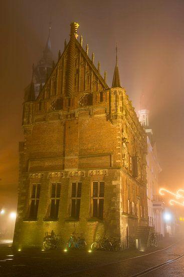 Oude raadhuis in de binnenstad van Kampen van Sjoerd van der Wal
