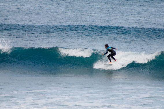 Surfen in Piha van Inge Teunissen