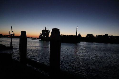 Scheepvaart puttershoek in de avond