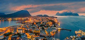 Coucher de soleil, Alesund, Norvège sur Henk Meijer Photography