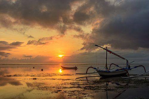 Sunrise in Sanur (Bali, Indonesie) van