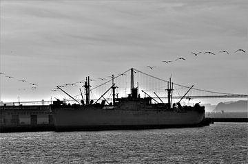 Ein Schiff im Sonnenuntergang von Lisanne Rodenburg