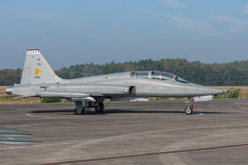 Northrop NF-5B Freedom Fighter van de Koninklijke Luchtmacht tentoongesteld op het platform van het  van Jaap van den Berg