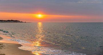 Gekleurde lucht strand Vrouwenpolder 5 van Percy's fotografie