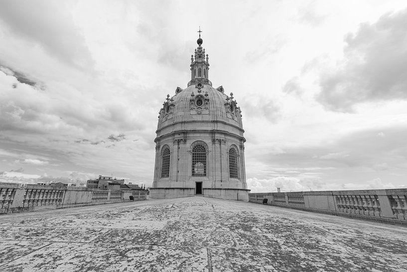 Het dak van Basílica da Estrela in Lissabon Stad in Portugal van MS Fotografie   Marc van der Stelt