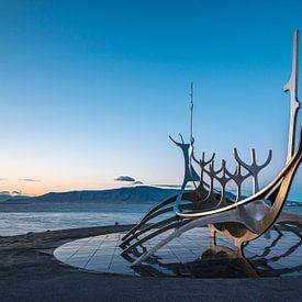 Het stilistische Vikingschip Sólfar van Gerry van Roosmalen