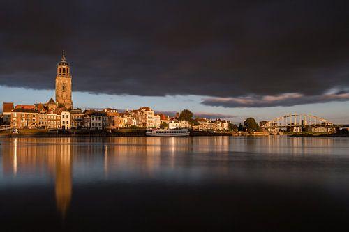 Golden light - Deventer Skyline van Edwin Mooijaart