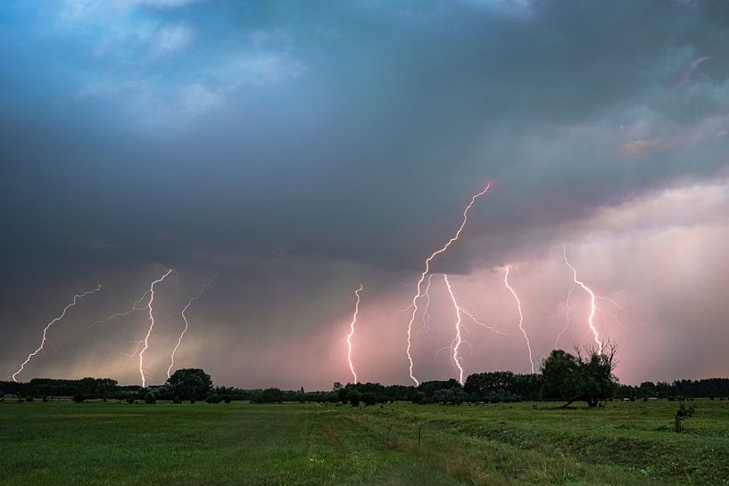Starkes Gewitter mit Blitzeinschlägen von Menno van der Haven
