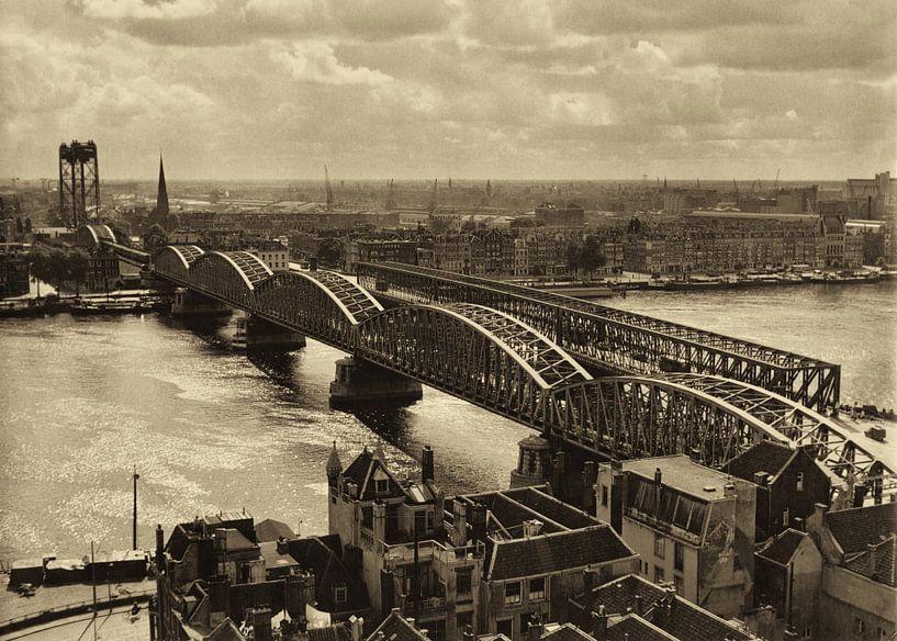 Oude Spoorbrug Rotterdam (1952) van Rob van der Teen