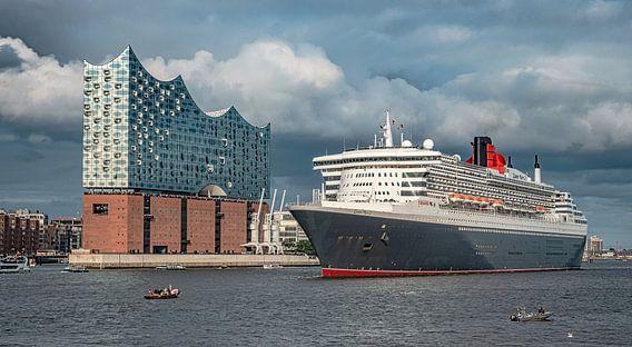 HAMBURG Queen Mary 2 und Elbphilharmonie Hamburgensie