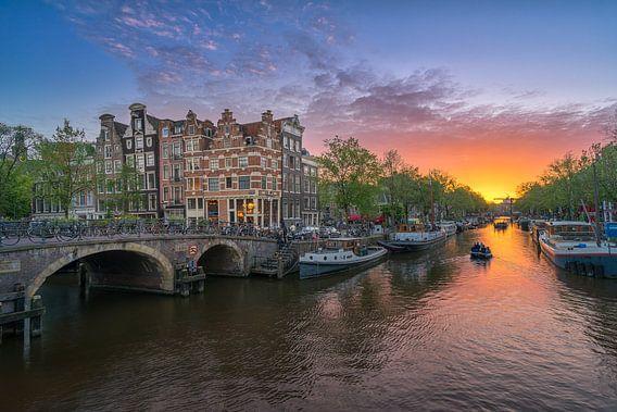 Zonsondergang aan de Brouwersgracht in Amsterdam