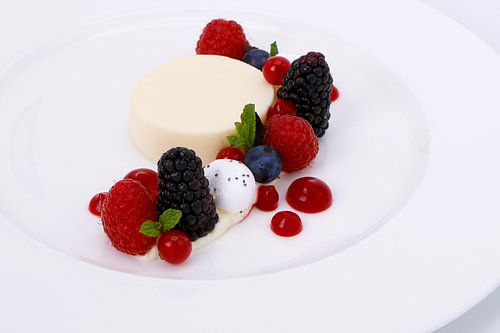 Vanille bavarois met rood fruit von Henny Brouwers
